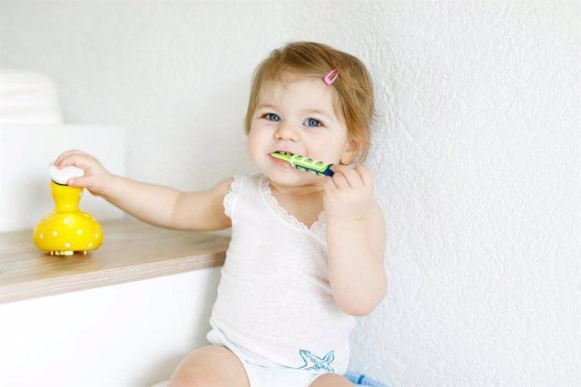 Archivo - Buenos hátibos dentales en los dientes de leche