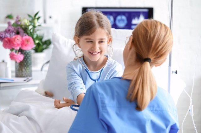Descubre la importante labor de la enfermera pediátrica
