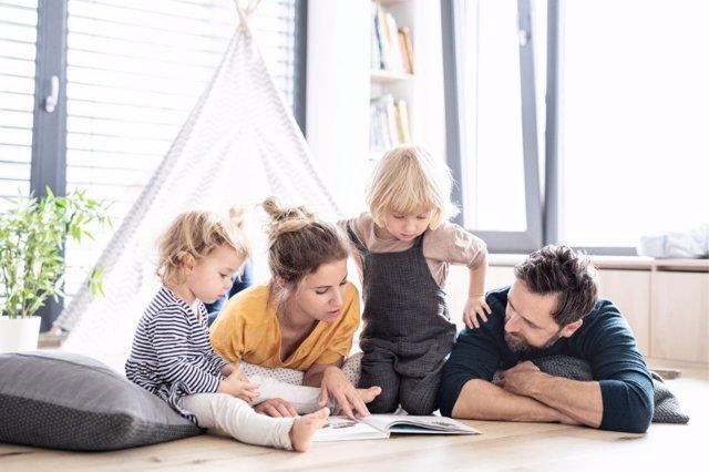 Impulsar la comunicación en la familia es una gran idea para favorecer un clima de convivencia.