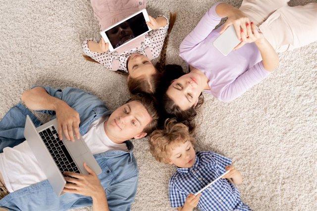 Archivo - Buenas prácticas para educar en tecnología a los niños
