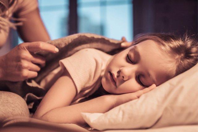 Los beneficios de irs a la cama temprana también cuentan para los padres.