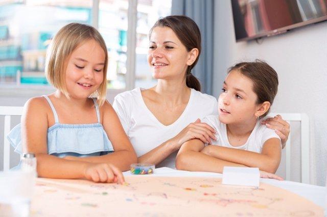 Los niños deben crecer con pocas nomas, solo las esenciales