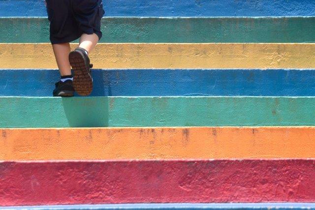Expertos recomiendan medir la visión de los colores a los niños