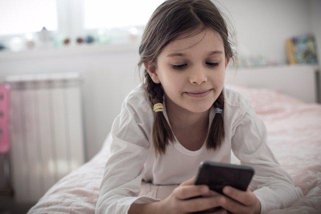 ¿Qué Ven Nuestros Hijos En Sus Móviles Durante Tanto Tiempo?