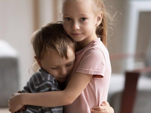 Apoyo emocional entre niños: así se pueden ayudar uno a otros