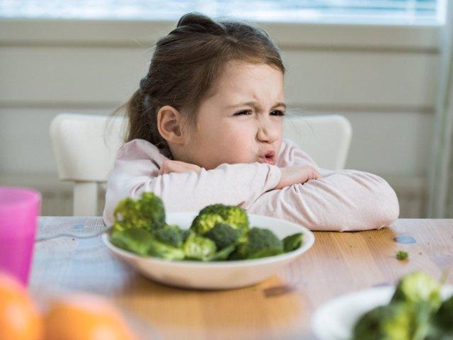 Esta es la explicación que la ciencia brinda para explicar por qué los niños no comen verduras.